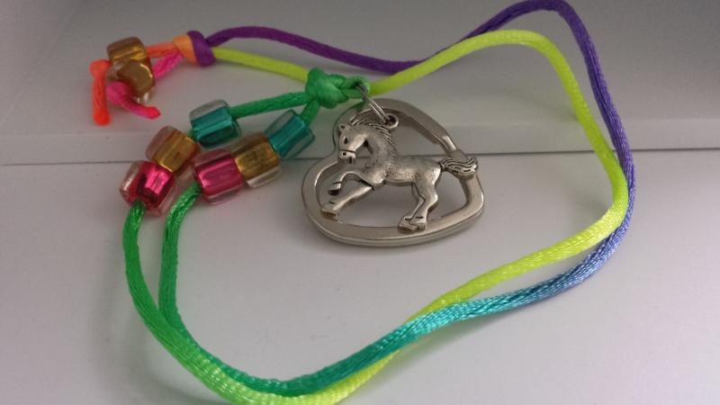 Kleinesbild - Niedliches Schlüsselband Pferd für Schlüsselkinder handgefertigt mit Pferd Herzschlüsselring Geschenk MädchenSchule Einschulung Kindergeburtstag