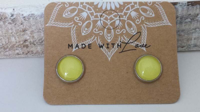 Kleinesbild - Ohrstecker gelb unifarben Edelstahl Glascabochon 10 mm handgefertigt Geschenk für Frauen Mädchen Sommer