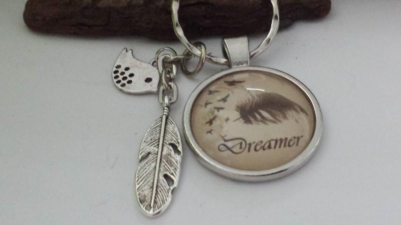 Kleinesbild - Dreamer Träumer Feder Vogel  Schlüsselanhänger Glascabochon handgefertigt Geschenk für Frauen Freundin Männer Freund