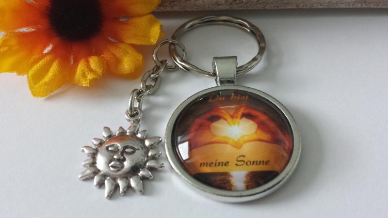 Kleinesbild - Sonne Schlüsselanhänger mit Spruch Glascabochon handgefertigt Liebesbotschaft Geschenk Frauen Männer Jahrestag