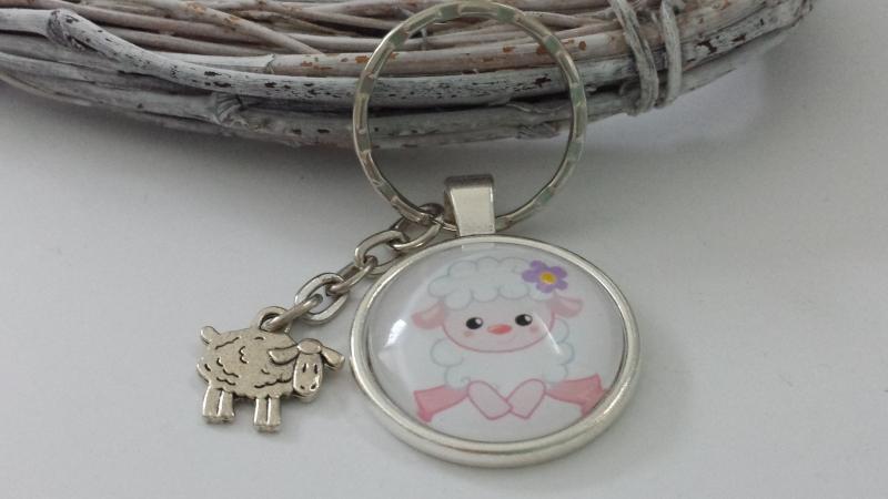 Kleinesbild - Schaf kleines Lamm Schlüsselanhänger Glascabochon handgefertigt mit Metallanhänger Schaf Geschenk Frauen Kinder Schulanfang