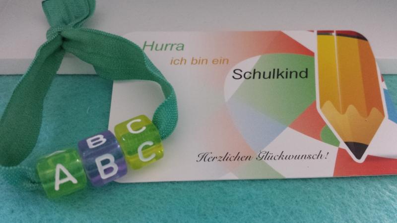 Kleinesbild - Kleines Einschulungsgeschenk ABC Armband Schulkind Mädchen große Buchstabenperlen Glücksbringer zum 1.Schultag Geschenk Schulanfang