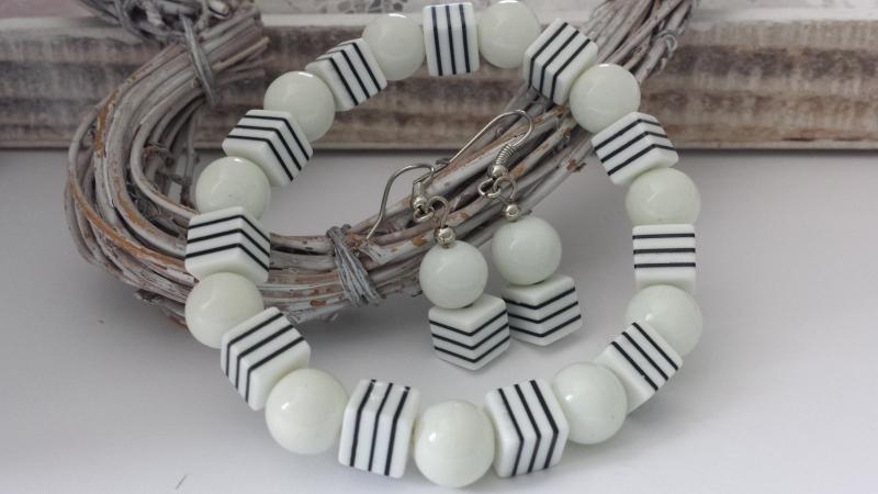 - Schlichtes weiß-schwarzes Schmuckset Armband und Ohrringe mit Streifen handgefertigt Geschenk Frauen Freundin  - Schlichtes weiß-schwarzes Schmuckset Armband und Ohrringe mit Streifen handgefertigt Geschenk Frauen Freundin
