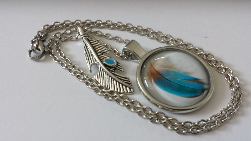 Kleinesbild - Blaue Feder Kette handgefertigter Glascabochonschmuck mit Feder Anhänger Indianerschmuck Geschenk Frauen Freundin