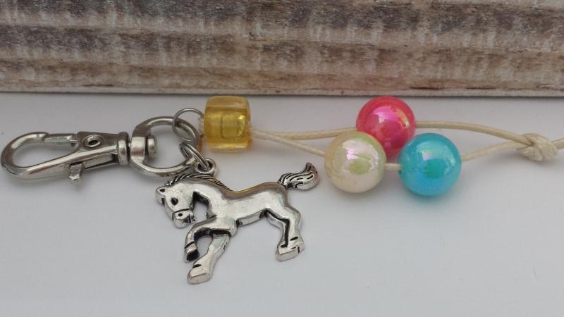 Kleinesbild - Süße Pferdeanhänger 5er Set als Gastgeschenk Mitgebsel handgefertigt zum Kindergeburtstag für Mädchen Reitsport Zeugnis