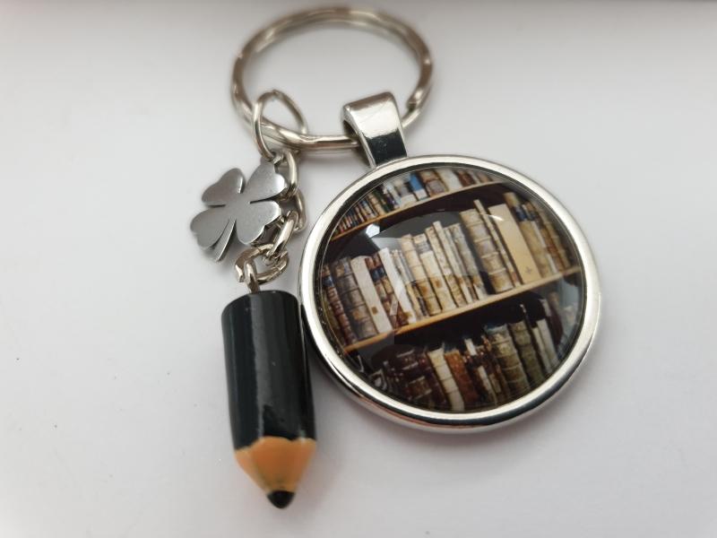 Kleinesbild - Glücksbringer Prüfung Schlüsselanhänger handgefertigt Bibliothek Bücher Wissen Geschenk Frauen Männer zum Examen Abschlussarbeit Abitur Studium Master