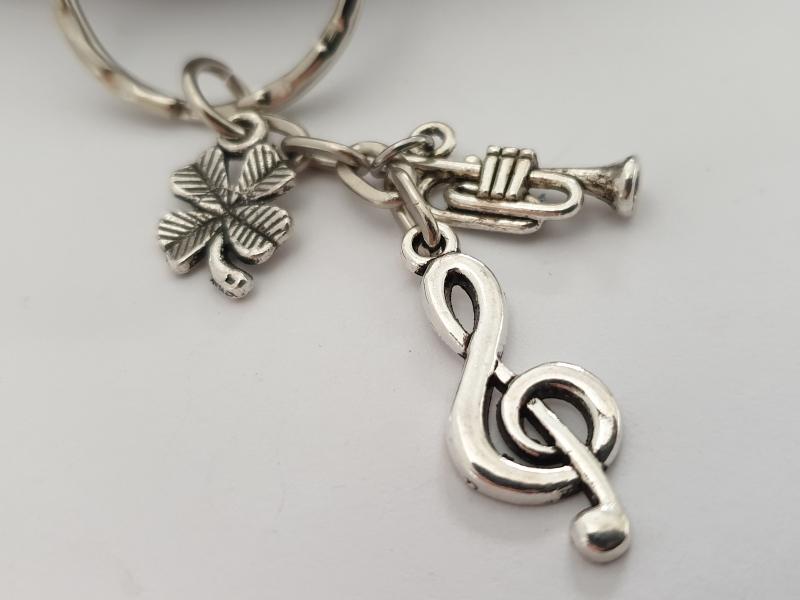 Kleinesbild - Glücksbringer Musik Trompete Schlüsselanhänger handgefertigt Violinenschlüssel Notenschlüssel Geschenk Frauen Männer Musiker Konzert