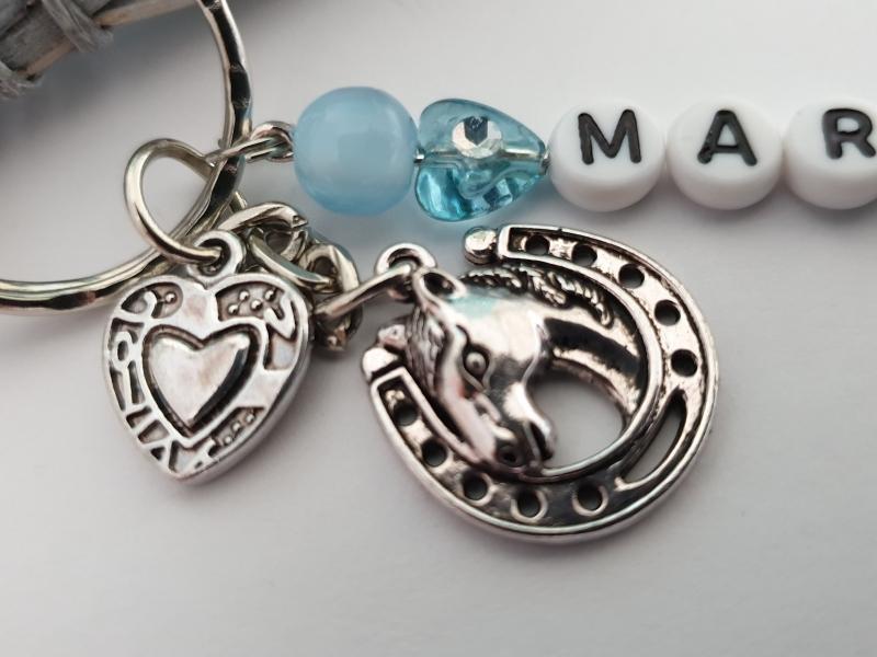 Kleinesbild - Glücksbringer Reiten Pferd Schlüsselanhänger mit Namen handgefertigt Geschenk Reitsport Kinder Frauen personalisierbar