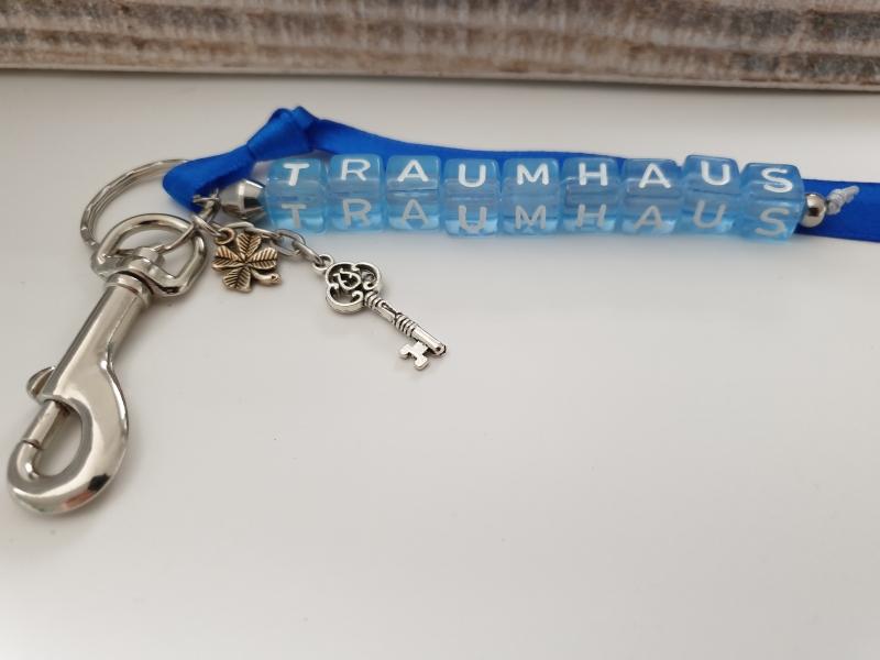 Kleinesbild - Neues Haus Traumhaus Glücksbringer Schlüsselanhänger handgefertigt Buchstabenperlen Schlüssel Geschenk Männer Freund Nachbar  Einzug Richtfest