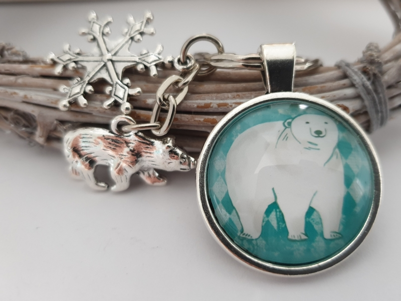 Kleinesbild - Eisbär Schneeflocken Schlüsselanhänger Glascabochon handgefertigt mit Metallanhängern Geschenk Frauen Freundin Männer Kinder Winter