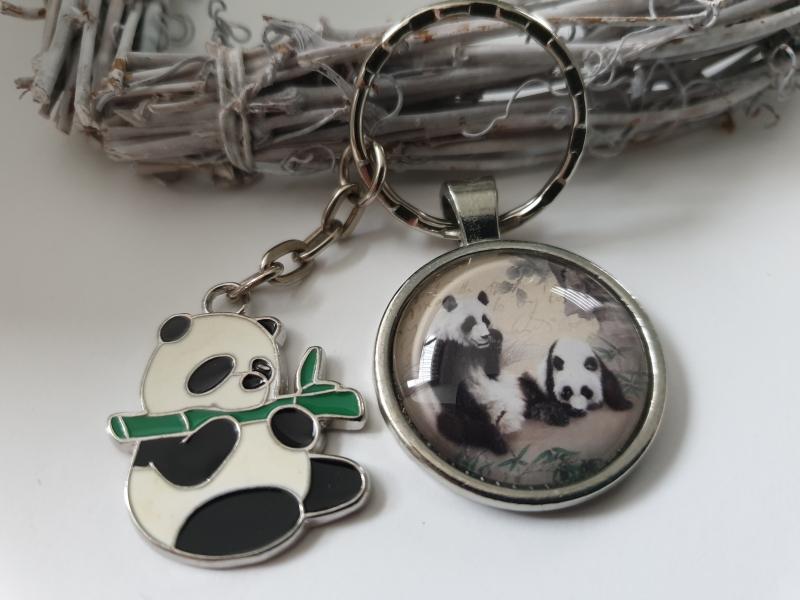 Kleinesbild - Pandabär Schlüsselanhänger Glascabochon handgefertigt Panda Anhänger Geschenk Frauen Mädchen Zoo Besuch