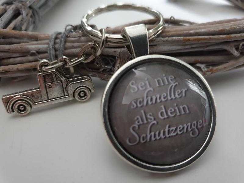 Kleinesbild - Schutzengel Lkw Auto Schlüsselanhänger Glascabochon handgefertigt Geschenk Frauen Männer Glücksbringer Neues Auto Führerschein