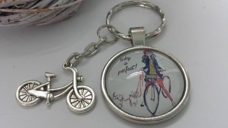 Kleinesbild - Fahrrad Schlüsselanhänger handgefertigt Glascabochonanhänger mit Metallanhänger Fahrrad Geschenk Frauen Freundin Kollegin