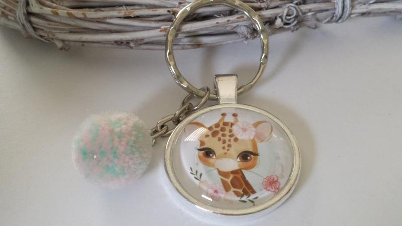 Kleinesbild - Giraffe Schlüsselanhänger Glascabochonanhänger handgefertigt mit Bommel Geschenk Mädchen Frauen Freundin Zoo Besuch