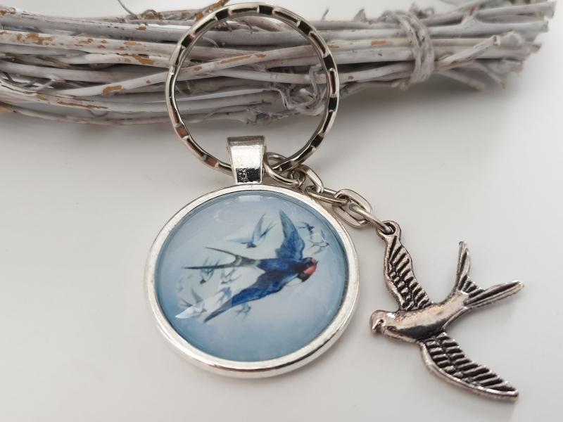 Kleinesbild - Schwalben Vogel Schlüsselanhänger Glascabochonanhänger handgefertigt mit Metallanhänger Schwalbe Geschenk Frauen Freundin Mama