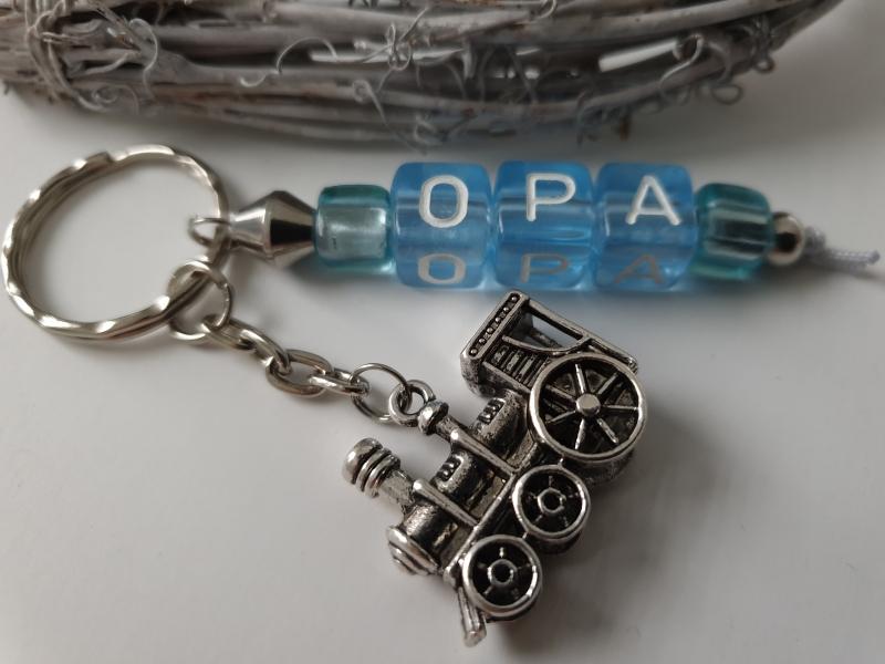 Kleinesbild - Opa Schlüsselanhänger mit Lokomotive handgefertigter Buchstabenanhänger mit Metallanhänger Lok Geschenk Männer