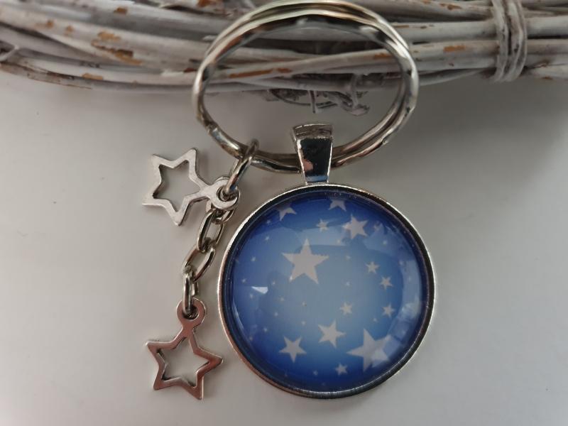 Kleinesbild - Sterne Schlüsselanhänger Glascabochon handgefertigt mit Sternanhängern Geschenk Frauen Freundin Erinnerung Trauer Trost