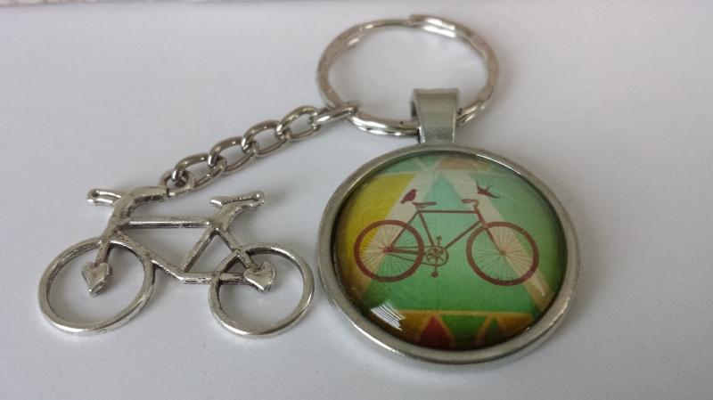 Kleinesbild - Fahrrad Rennrad Schlüsselanhänger Glascabochon handgefertigt Geschenk Männer Papa Freund Vatertag
