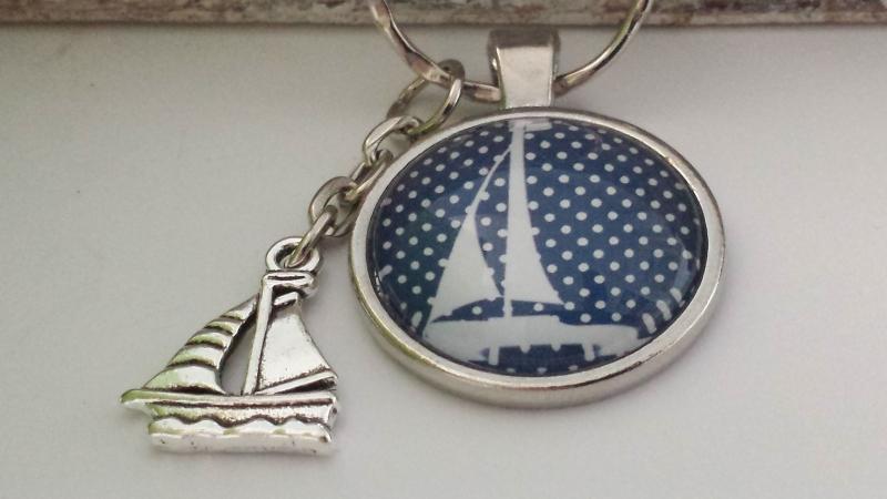 Kleinesbild - Segelschiff Schlüsselanhänger Glascabochon handgefertigt Anhänger Boot Geschenk Frauen Bootstaufe Bootsführerschein