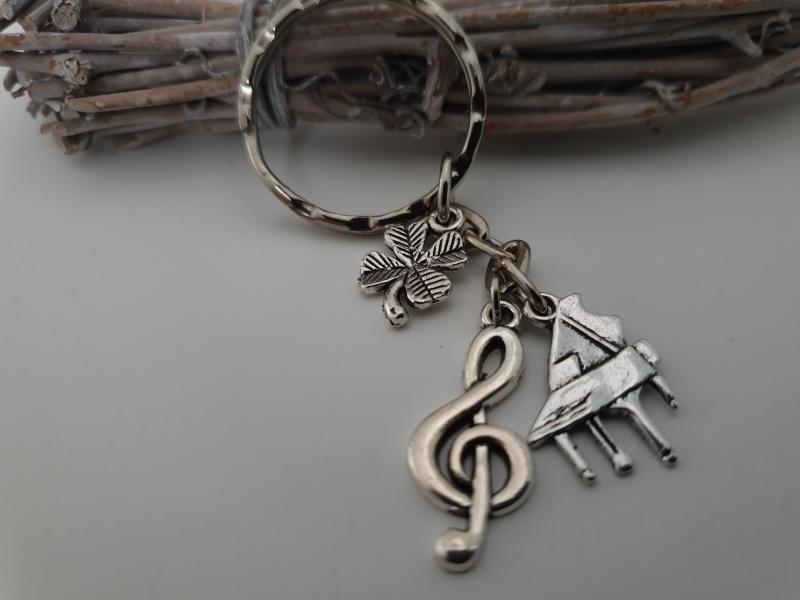 Kleinesbild - Glücksbringer Musik Flügel Klavier Schlüsselanhänger handgefertigt Notenschlüssel Kleeblatt Geschenk Frauen Männer Musiker Konzert Auftritt
