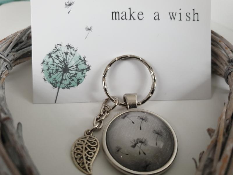 Kleinesbild - Pusteblumen Schlüsselanhänger Glascabochon handgefertigt mit Blattanhänger Geschenk Frauen Freundin Erinnerung Trauer Trost