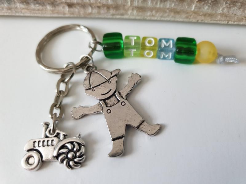 Kleinesbild - Traktor Schlüsselanhänger mit Namen handgefertigt Geschenk Kinder Junge Männer Landwirt Bauernhof Farm Schulanfang