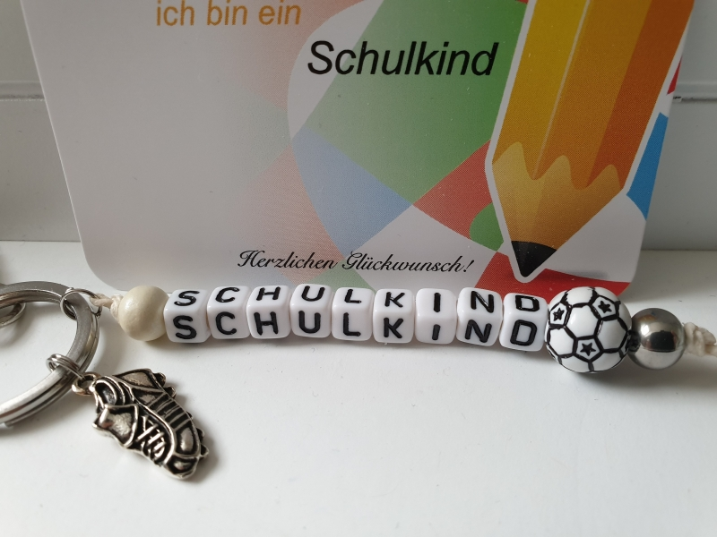 Kleinesbild - Einschulungsgeschenk Schulkind Fußball Schlüsselanhänger handgefertigt mit Anhängern Geschenk Kinder Junge Schulanfang