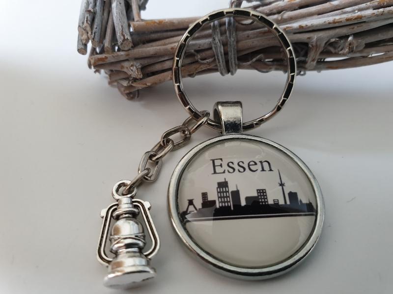Kleinesbild - Essen Ruhrgebiet Schlüsselanhänger handgefertigt mit Metallanhänger Grubenlampe Accessoire Andenken Souvenir