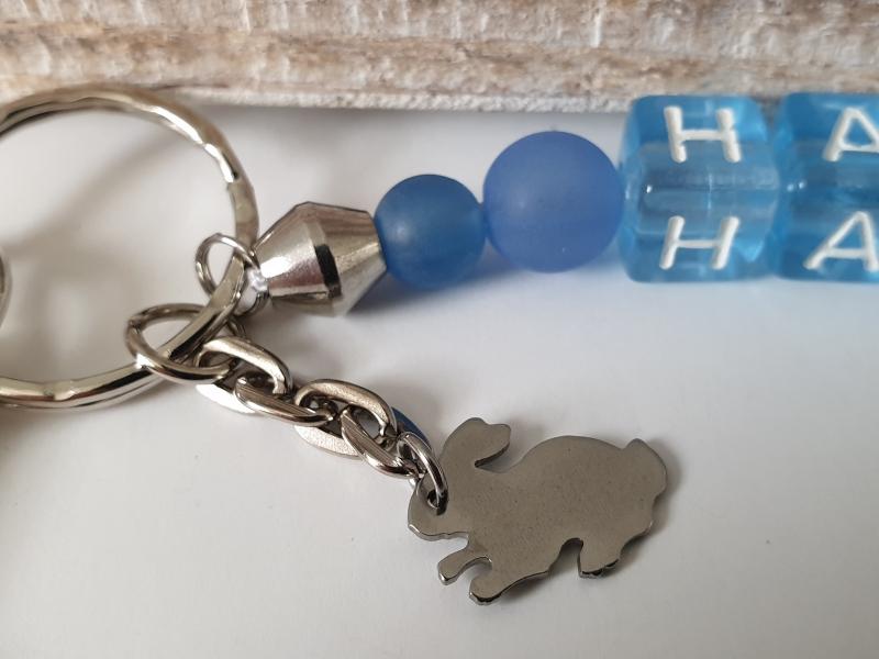Kleinesbild - Hasi Hase Schlüsselanhänger Buchstabenperlen handgefertigt mit Kaninchen Geschenk Männer Freund Ostern