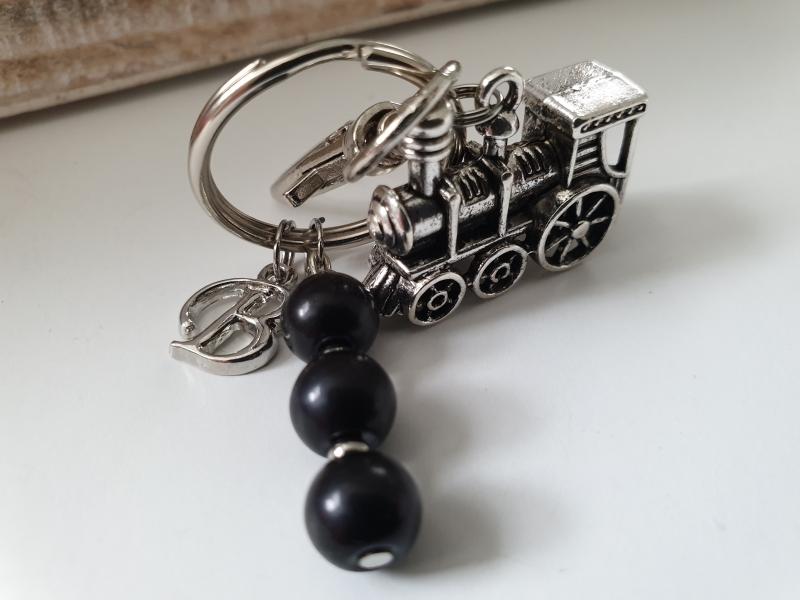 Kleinesbild - Lokomotive Eisenbahn Schlüsselanhänger mit Initialen personalisierbar Geschenk Männer Freund Papa Opa