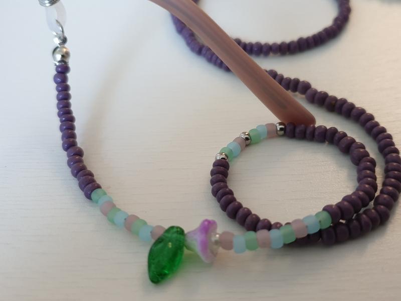 Kleinesbild - Brillenkette Glasperlen handgefädelt mit Blütenperlen Geschenk für Frauen Freundin Mama Oma