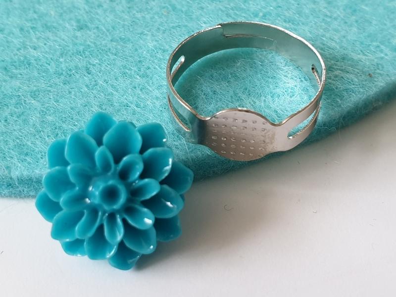 Kleinesbild - Ringrohlinge mit Klebefläche DIY mit Blumen Dahlien Cabochons aus Resin 10-er Set Basteln