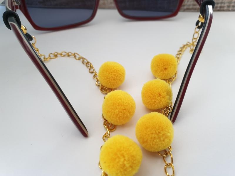 Kleinesbild - Brillenkette mit Bommeln gelb handgefertigt Geschenk für Frauen Freundin Mama Oma Kollegin Sommer Sonnenbrille