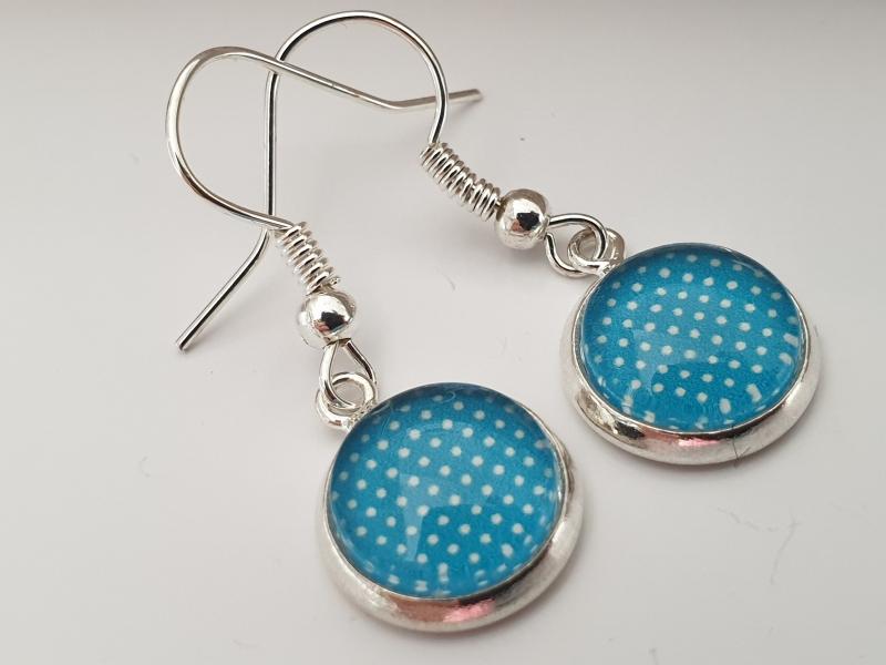 Kleinesbild - Punkte Ohrhänger Glascabochon 10 mm türkis-blau handgefertigt Geschenk für Frauen Mädchen Freundin