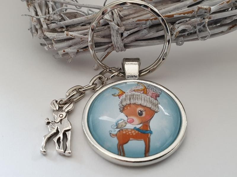 Kleinesbild - Rehkitz Schlüsselanhänger Glascabochon handgefertigt kleines Reh mit Mütze Anhänger Geschenk Frauen Freundin Mädchen Winter
