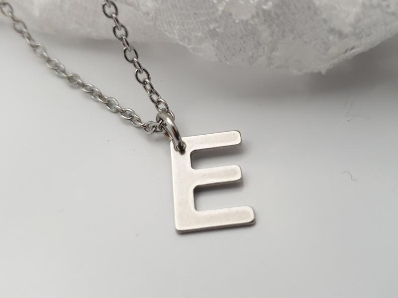 Kleinesbild - Initialen Kette Halskette kurz Buchstaben Letter Geschenk Frauen Freundin Mama Jahrestag Geburtstag