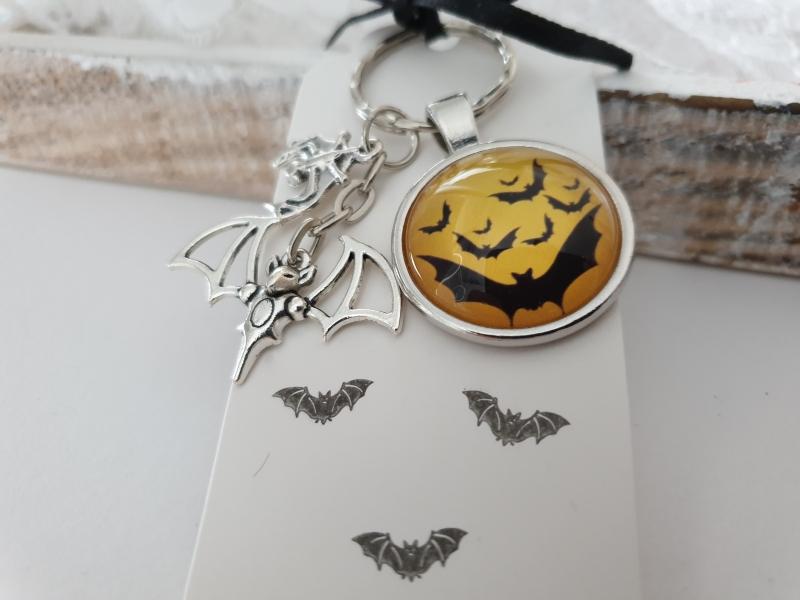 - Fledermaus Schlüsselanhänger Glascabochon handgefertigt Geschenk Frauen Männer Gothic Halloween Accessoire  - Fledermaus Schlüsselanhänger Glascabochon handgefertigt Geschenk Frauen Männer Gothic Halloween Accessoire
