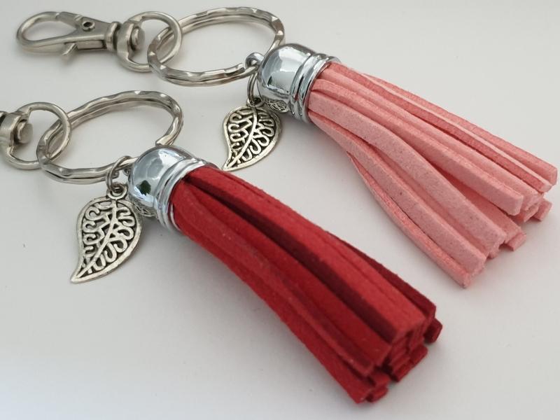 Kleinesbild - Quaste mit Blatt Schlüsselanhänger Taschenanhänger handgefertigt Geschenk kleines Dankeschön Frauen Freundin