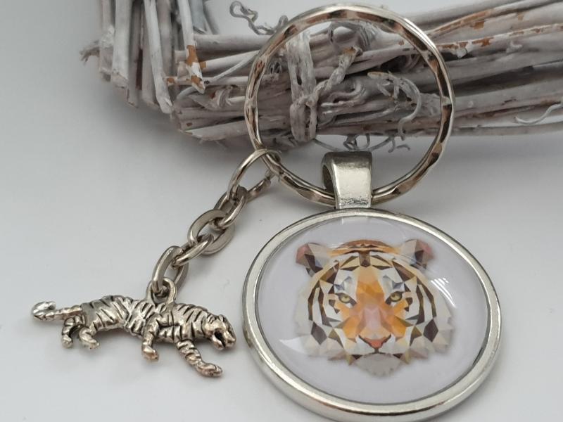 Kleinesbild - Tiger Schlüsselanhänger Glascabochon handgefertigt wildes Tier Geschenk Männer Freund Abschiedsgeschenk