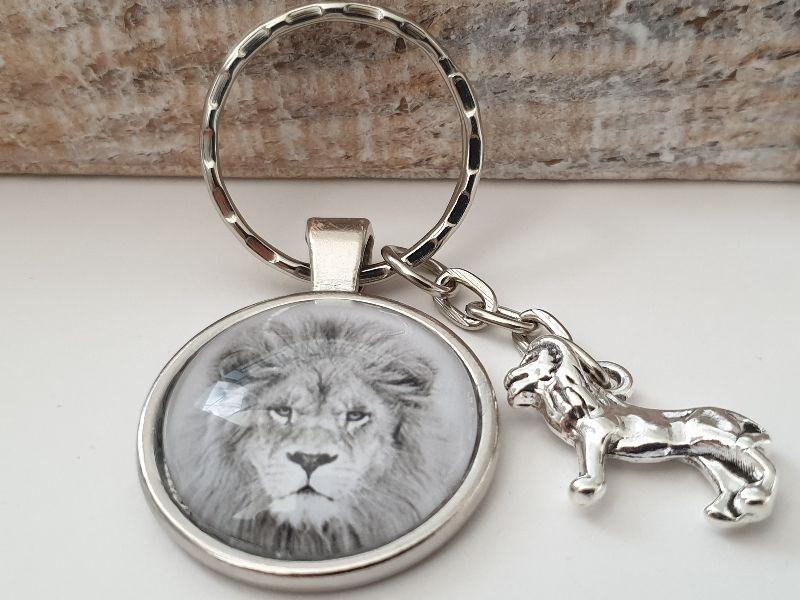 Kleinesbild - Löwe Schlüsselanhänger Glascabochon handgefertigt wildes Tier Geschenk Männer Freund Abschiedsgeschenk