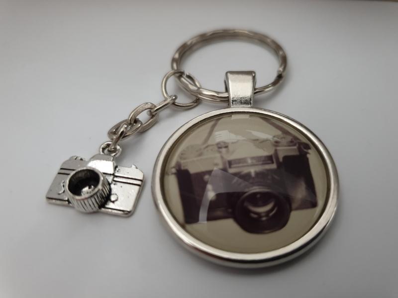 Kleinesbild - Fotoapparat Kamera Schlüsselanhänger Glascabochon handgefertigt Geschenk Frauen Männer Fotograf Dankeschön