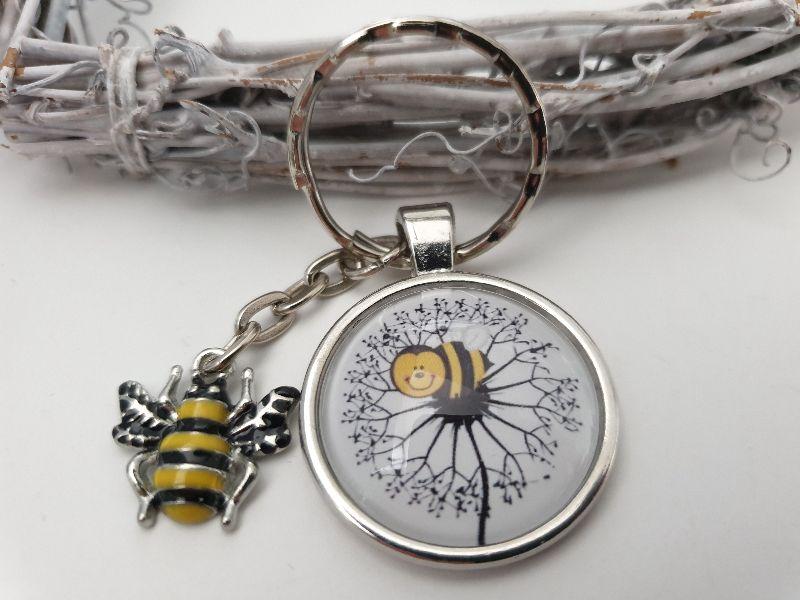 Kleinesbild - Biene Schlüsselanhänger mit Pusteblume Glascabochon handgefertigt Geschenk Mädchen Frauen Freundin Imker Danke Honig