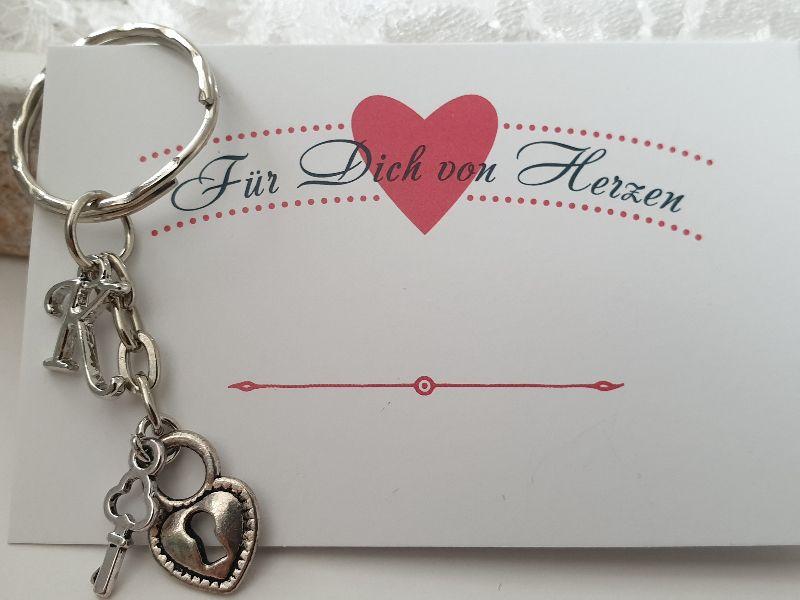 Kleinesbild - Liebesschloss Schlüsselanhänger personalisierbar mit Initialen handgefertigt mit Buchstaben Geschenk Liebe Frauen Männer