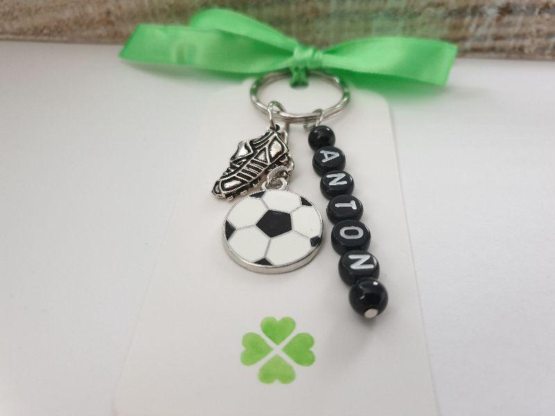 Kleinesbild - Fußball Schlüsselanhänger personalisierbar mit Namen handgefertigt Geschenk Glücksbringer Fußballfan Männer Freund Trainer Sport