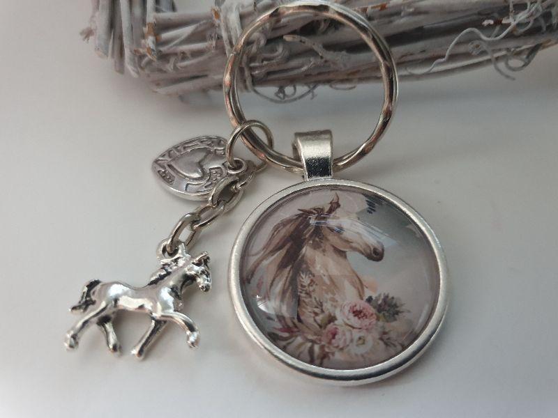 Kleinesbild - Pferd Schlüsselanhänger Glascabochon handgefertigt mit Pferde Anhänger Wildpferde Pferdeliebe Reitsport Accessoire Geschenk Frauen Mädchen