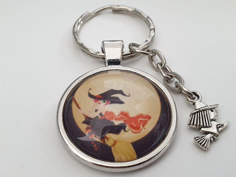 Kleinesbild - Hexe Schlüsselanhänger Glascabochon handgefertigt Geschenk Frauen Männer Gothic Halloween Accessoire