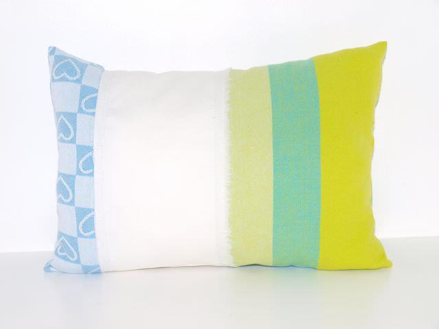 Kleinesbild - Kleines Kissen Blaues Glück  24 x 34 cm upcycling Kissen aus Baumwollstoffen