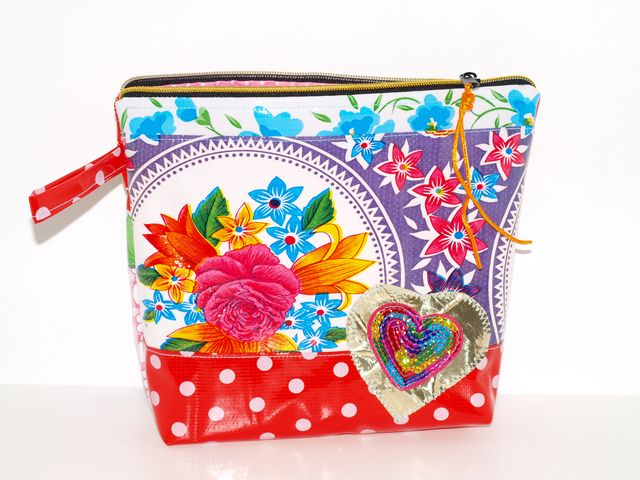 Kleinesbild - Wachstuch Kosmetiktasche Herz Schminktasche, Kulturbeutel, Universaltasche