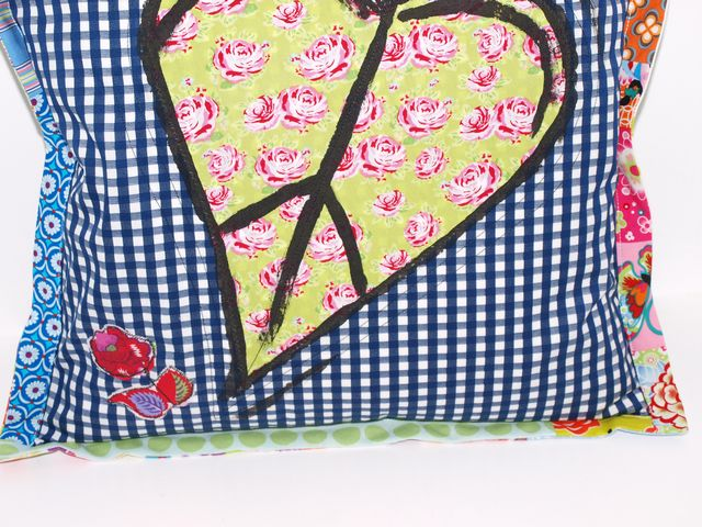 Kleinesbild - Kissenbezug Herz upcycling Kissenhülle handgemacht aus Baumwollstoffen