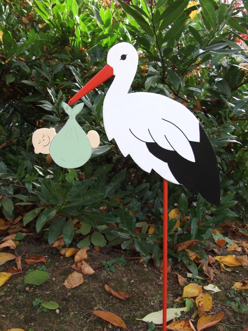 Kleinesbild - Storch (60cm aufgebaut) aus Holz mit Babybündel in Wunschfarbe  im Schnabel